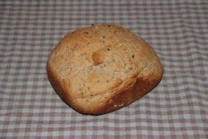 хлеб с чесноком и грецкими орехами в хлебопечке
