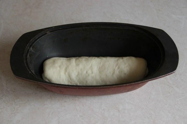 пшеничный хлеб с маком и изюмом